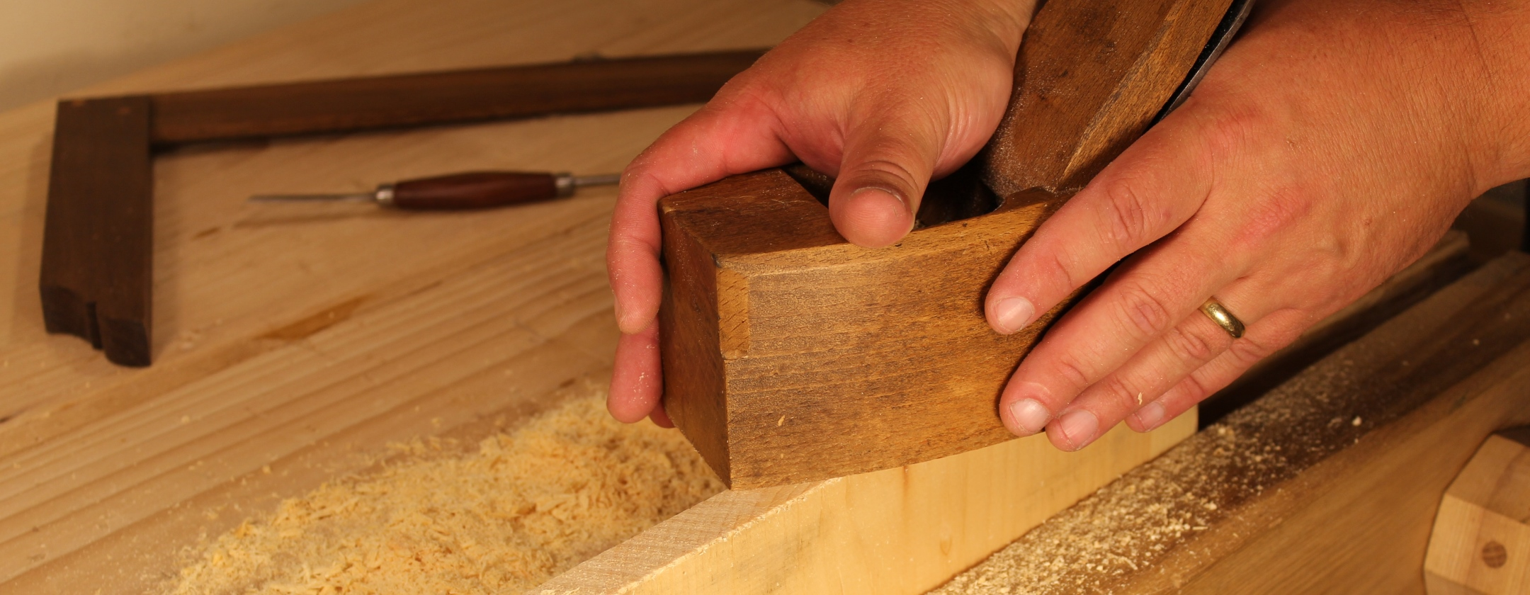 Using Wooden Hand Planes