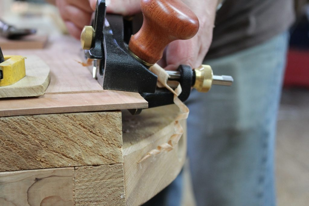 Planing the bevel of the raised panel
