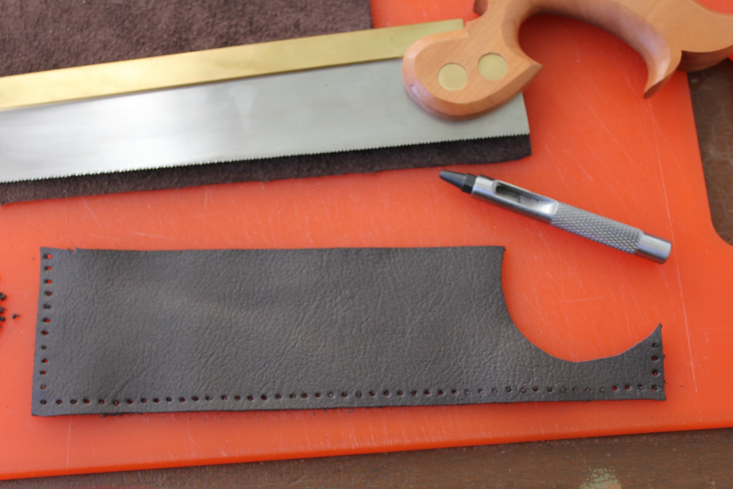 Making a leather dovetail saw case