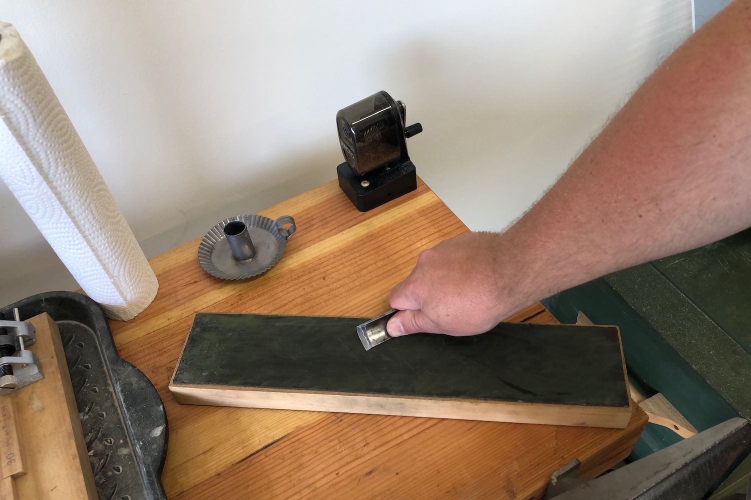 Stropping a gouge