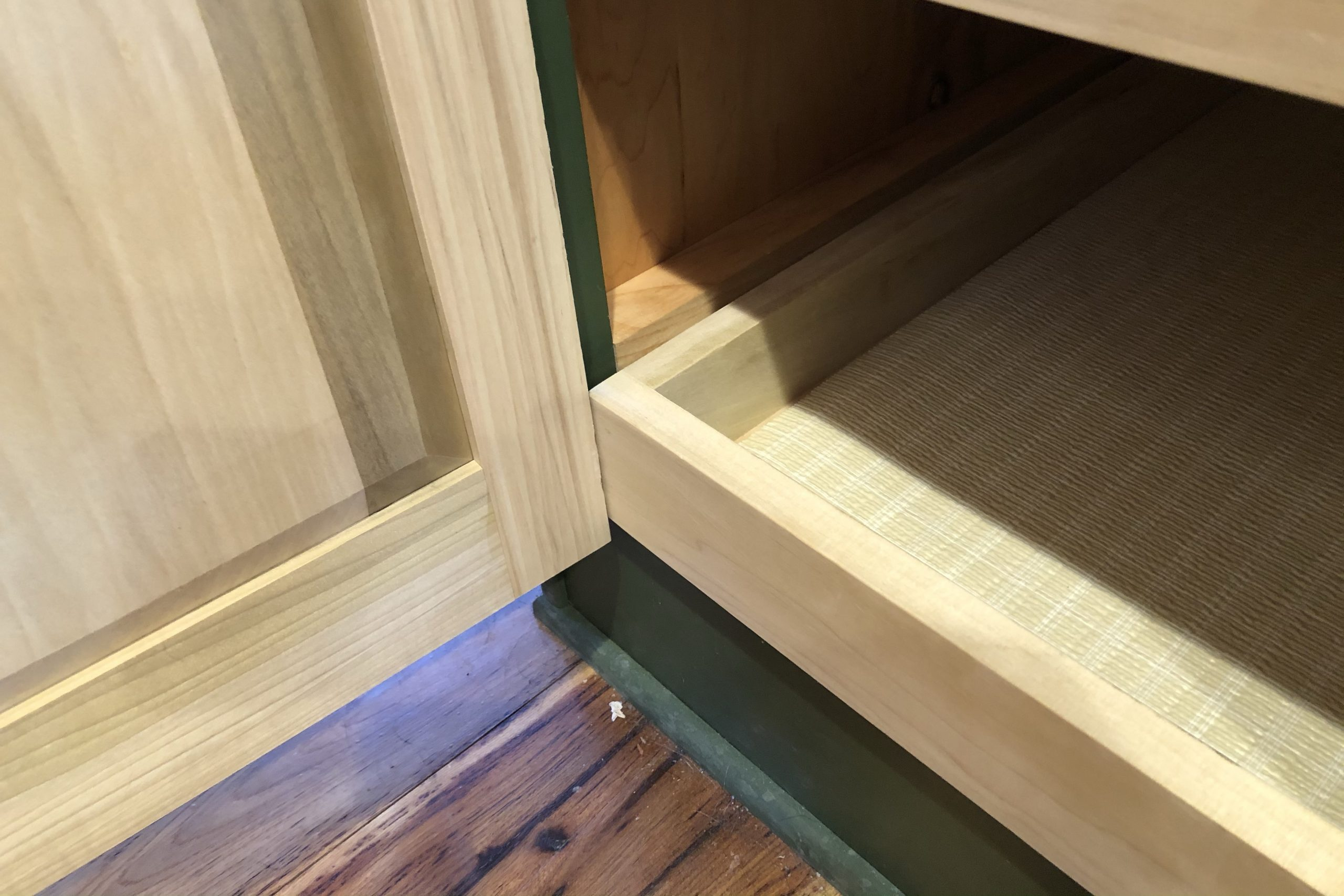 DIY Kitchen Cabinet Pull Out Shelf